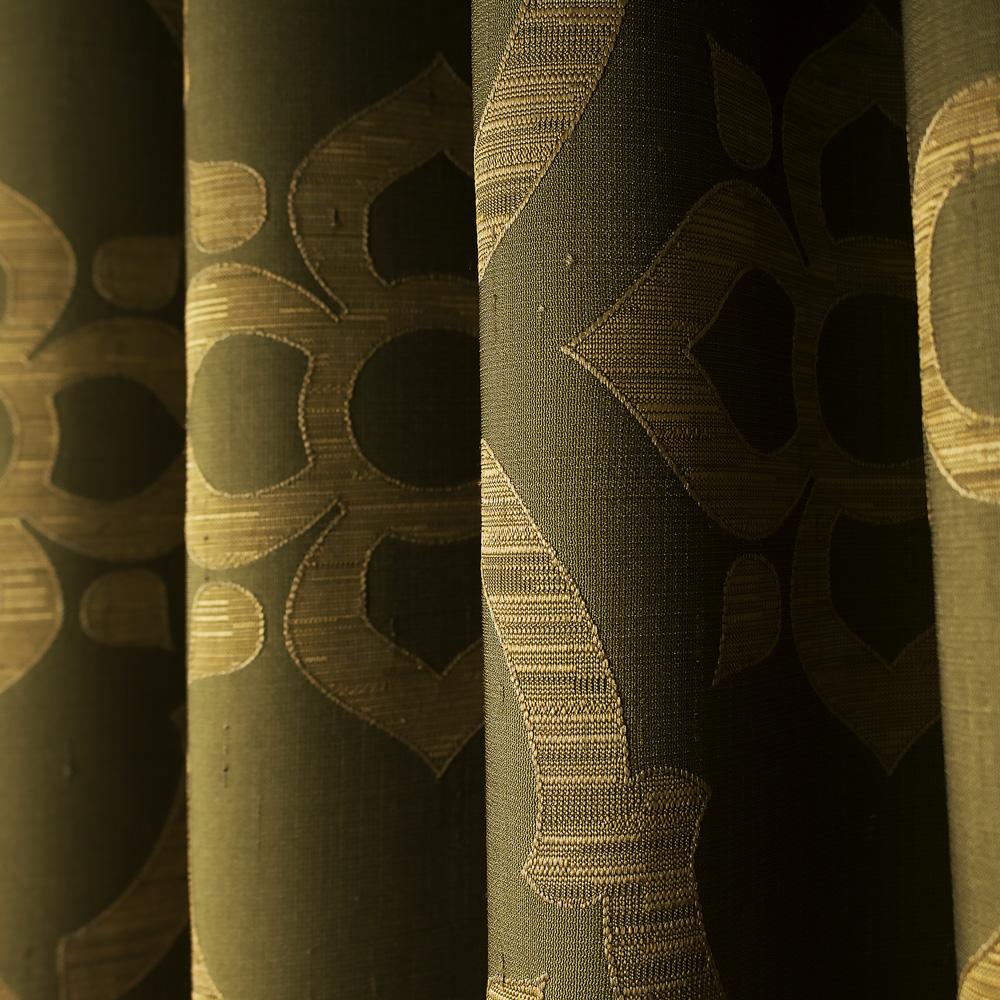 Шторы на люверсах с геометрическим рисунком