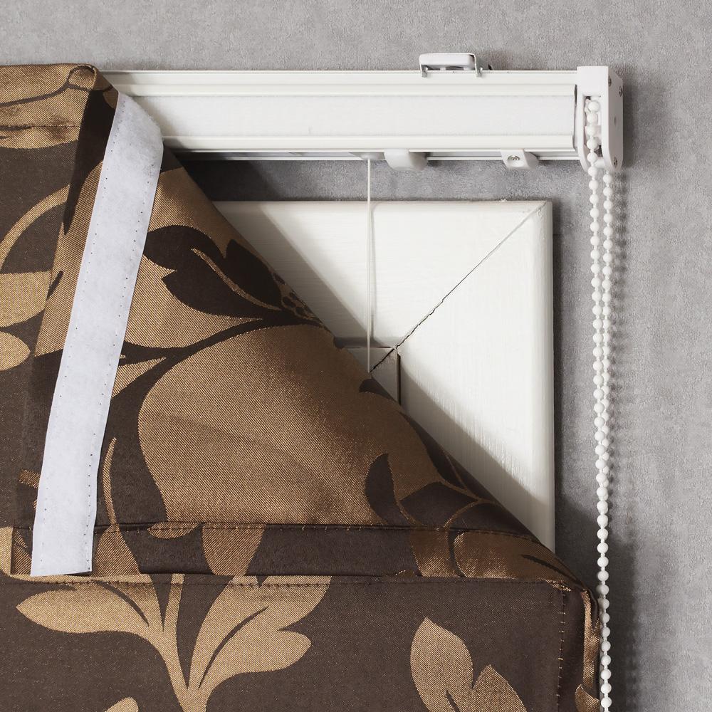Римская штора коричневого цвета с карнизом