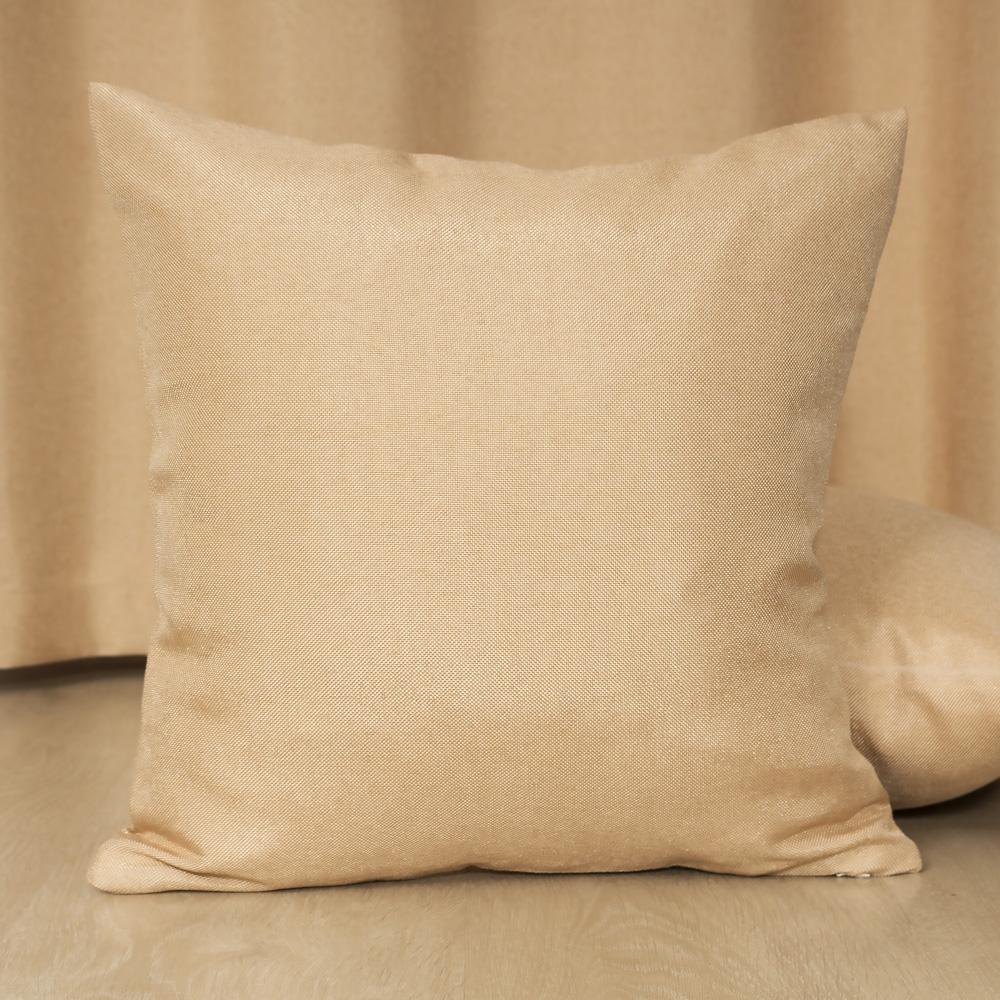 Красивая подушка на фоне шторы Diana M10