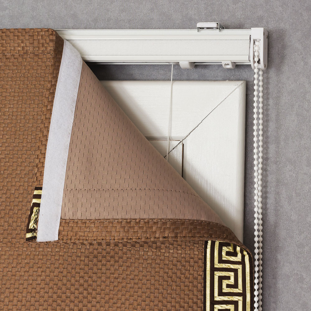 Изнаночная сторона римской шторы с декоративным кантом