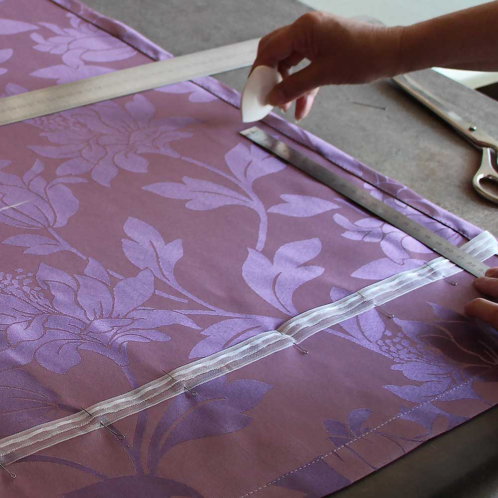 намечаем тесьму для ркбер римской шторы