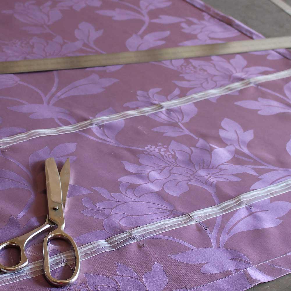намечаем тесьму для рёбер римской шторы