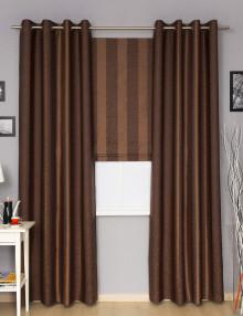 Комплект штор состоит из штор на люверсах и римской шторы