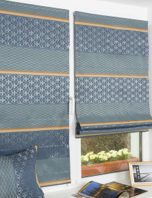 Мини-римская штора на пластиковом окне