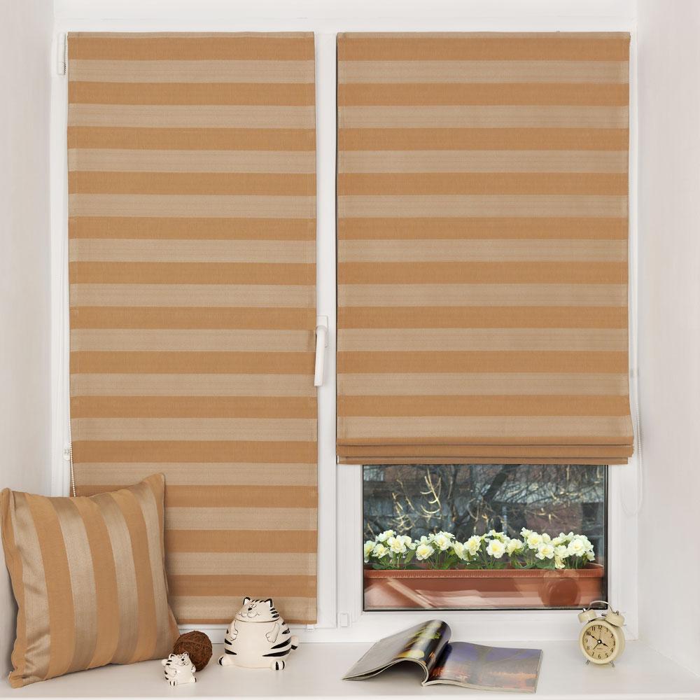 Мини римские шторы на окне с установкой без сверления и декоративная подушка из одинакового материала