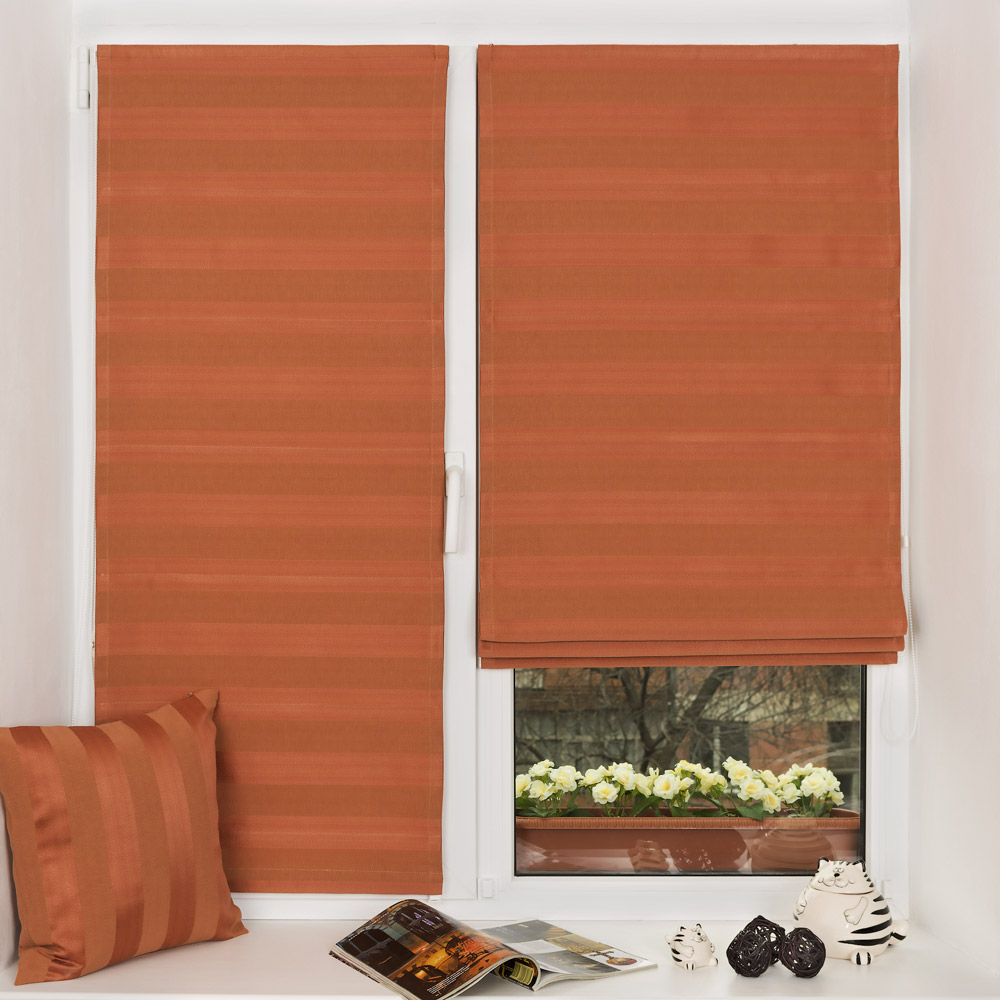 Римские шторы из ткани в полоску на пластиковом окне без сверления