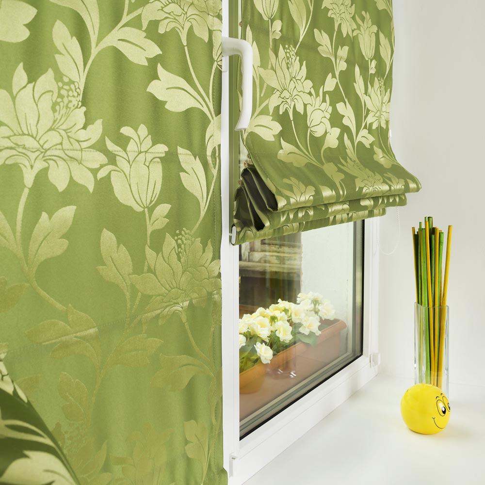 Римские шторы из ткани с цветочным рисунком на пластиковом окне. монтаж без сверления окна