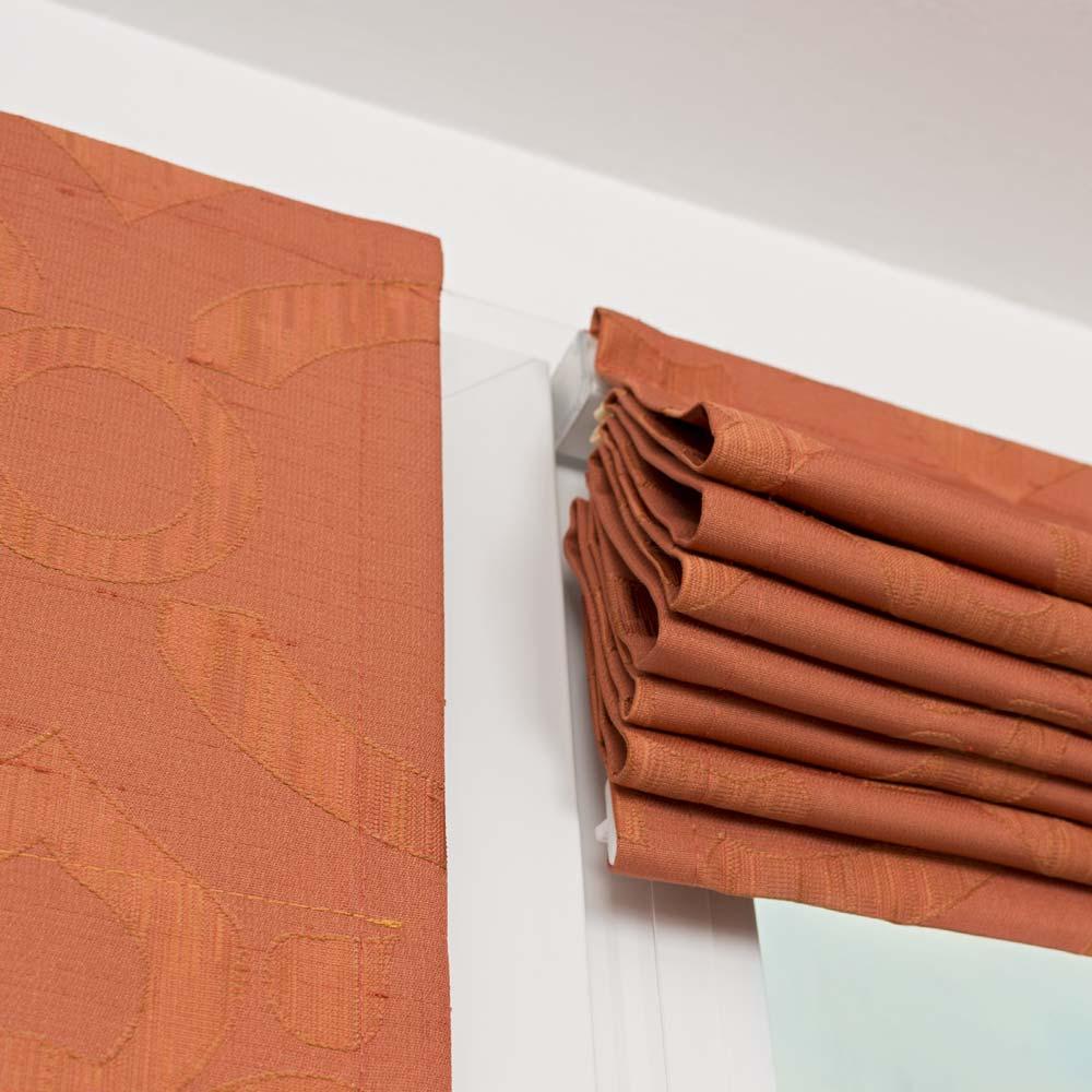 Мини римская штора собранная в складки
