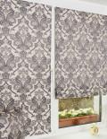 Пара мини римских штор в классическом стиле на окне