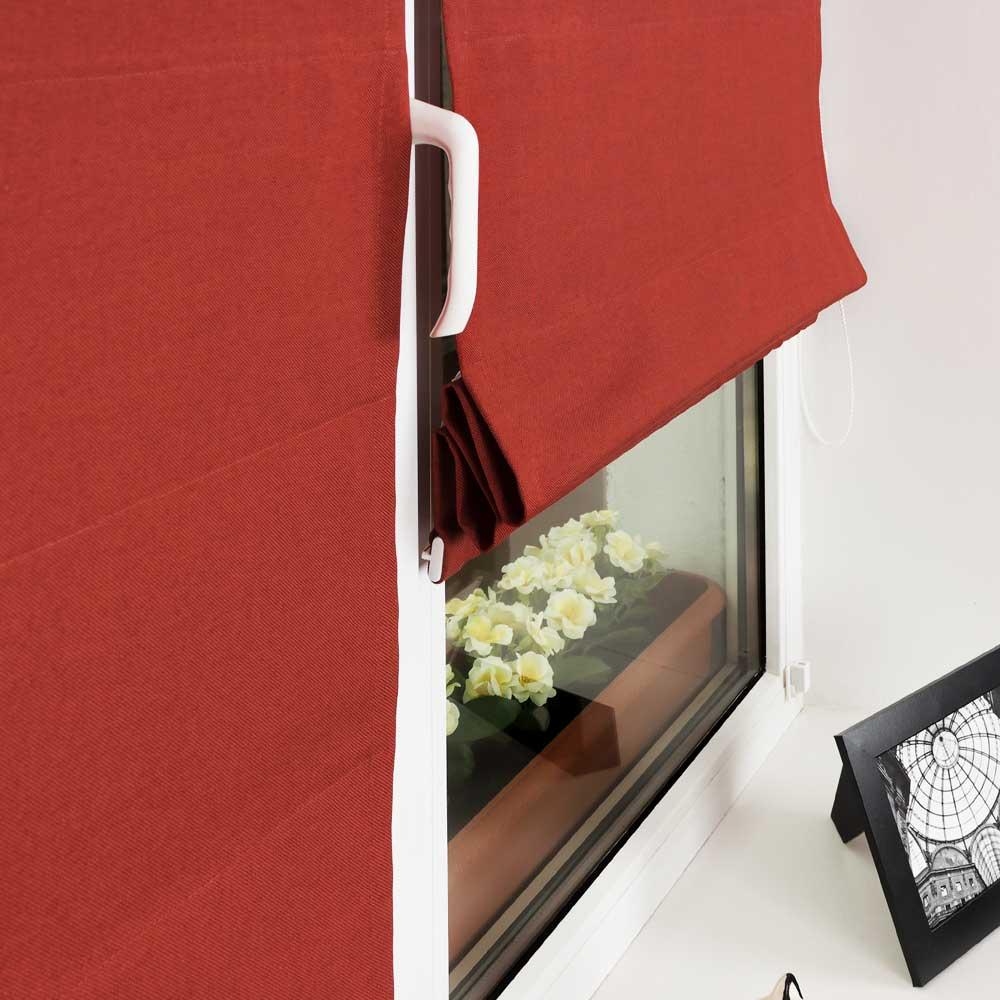 Мини римские шторы красного цвета на плстиковом окне