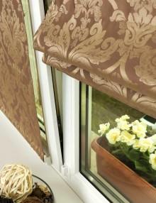 Мини римская штора не отклоняется от окна открытого в режиме проветривания