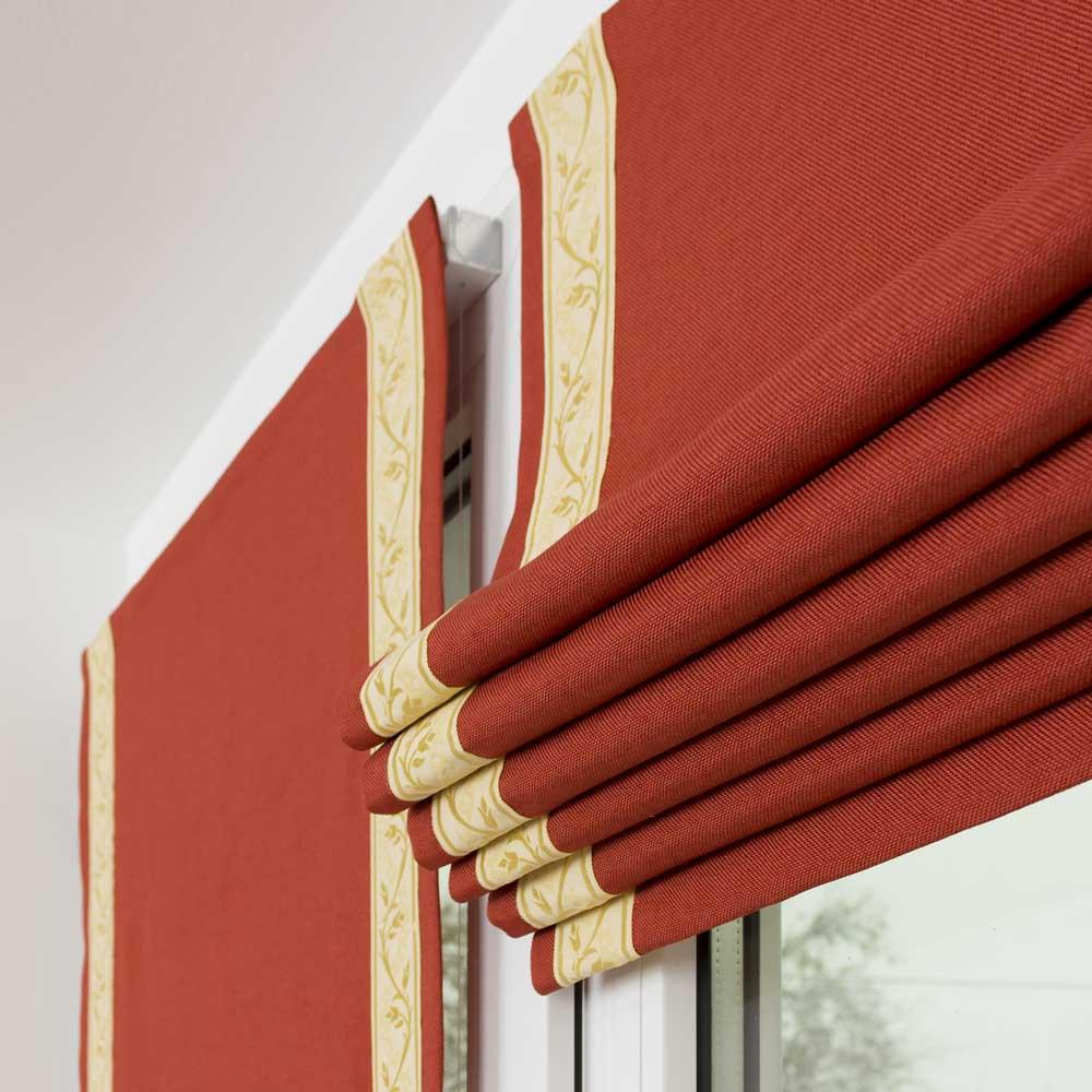 Мини римские шторы декорированы кантом с узором