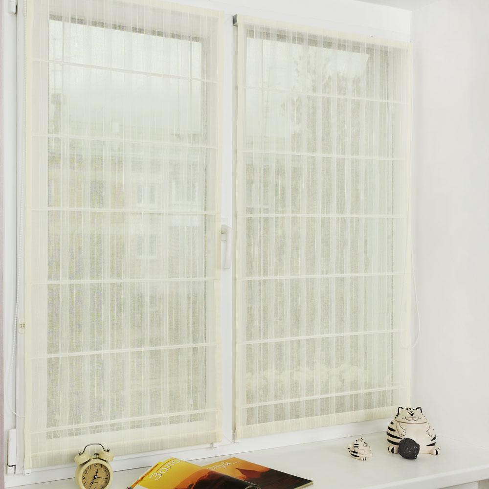 Просвечивающие легкие мини-римские шторы на пластиковом окне