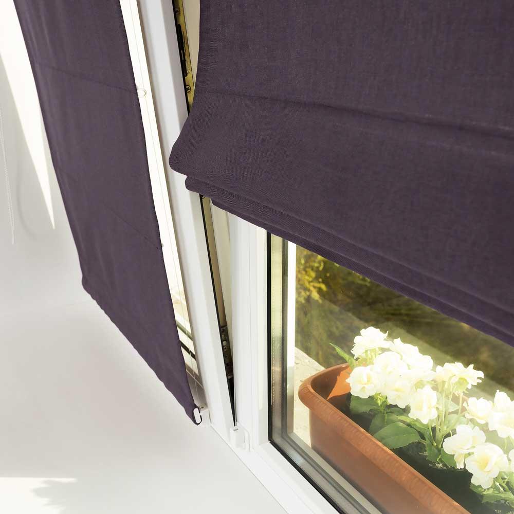Мини римские шторы не откланяются на открытом окне