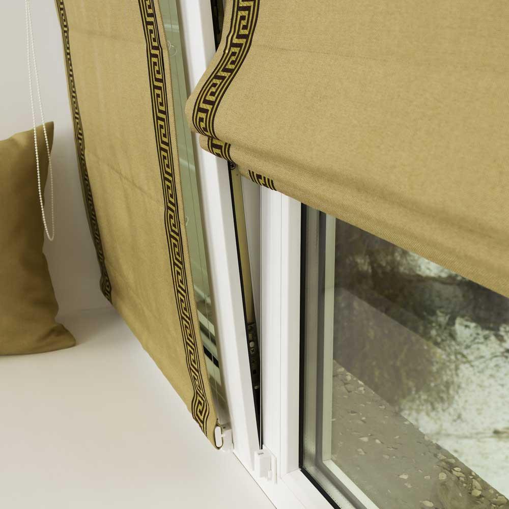 Мини римская штора со струнным механизмом не откланяется на открытом окне