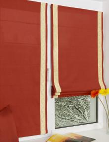 Яркие мини римские шторы терракотового цвета украшены контарстным кантом. Шторы установлены на окно без сверления