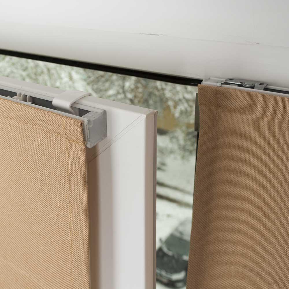 Мини римские шторы установленные на пластиковом окне без сверления и с сверлением