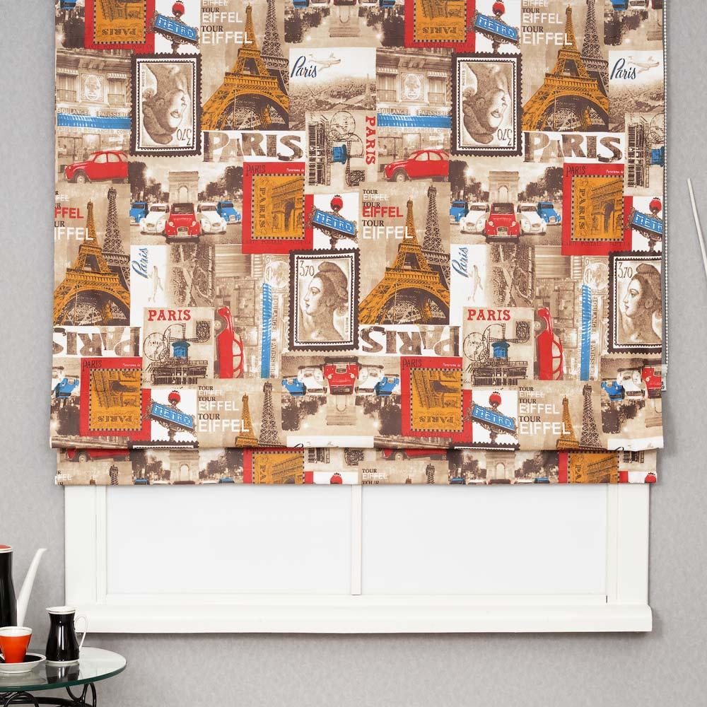 Римская штора из ткани с ярким принтом не будет не замечена в любом интерьере
