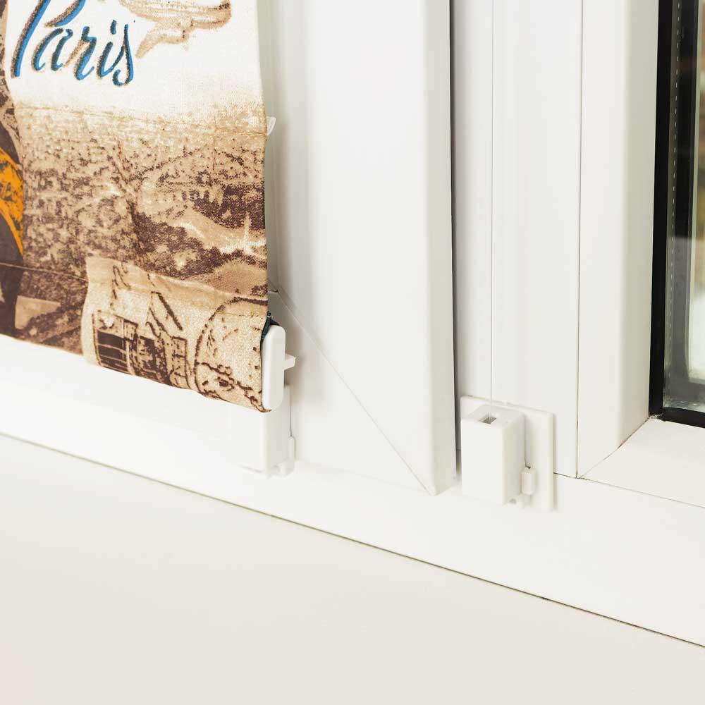 Мини римская штора крепится к нижнему ребру рамы окна или на специальную площадку глухого окна