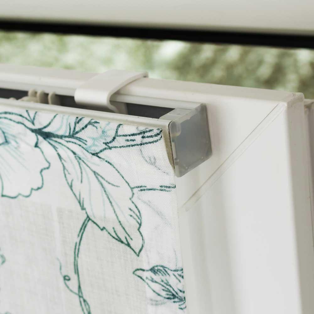 Крепление мини римской шторы на раму окна без сверления