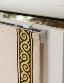 Верхнее крепление мини римской шторы на пластиковое окно