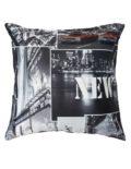 Стильная декоративная подушка будет отличным дополнением к шторам
