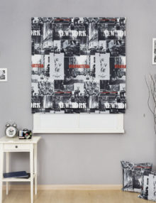 Стильная римская штора в черно-белых тонах с принтом Нью-йорк