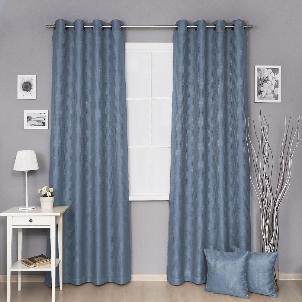 Две красивые шторы на люверсах голубого цвета из ткани блэкаут
