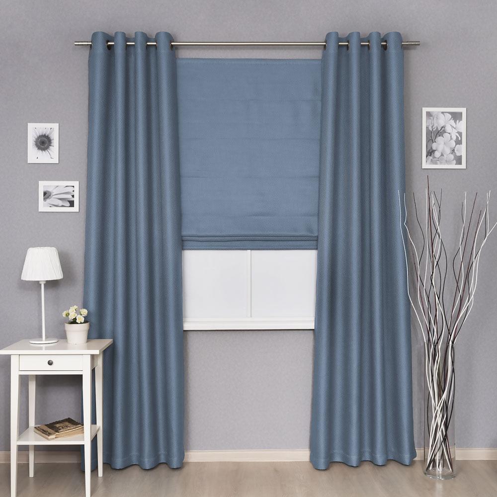 Комплект штор на люверсах и римская штора из ткани голубого цвета