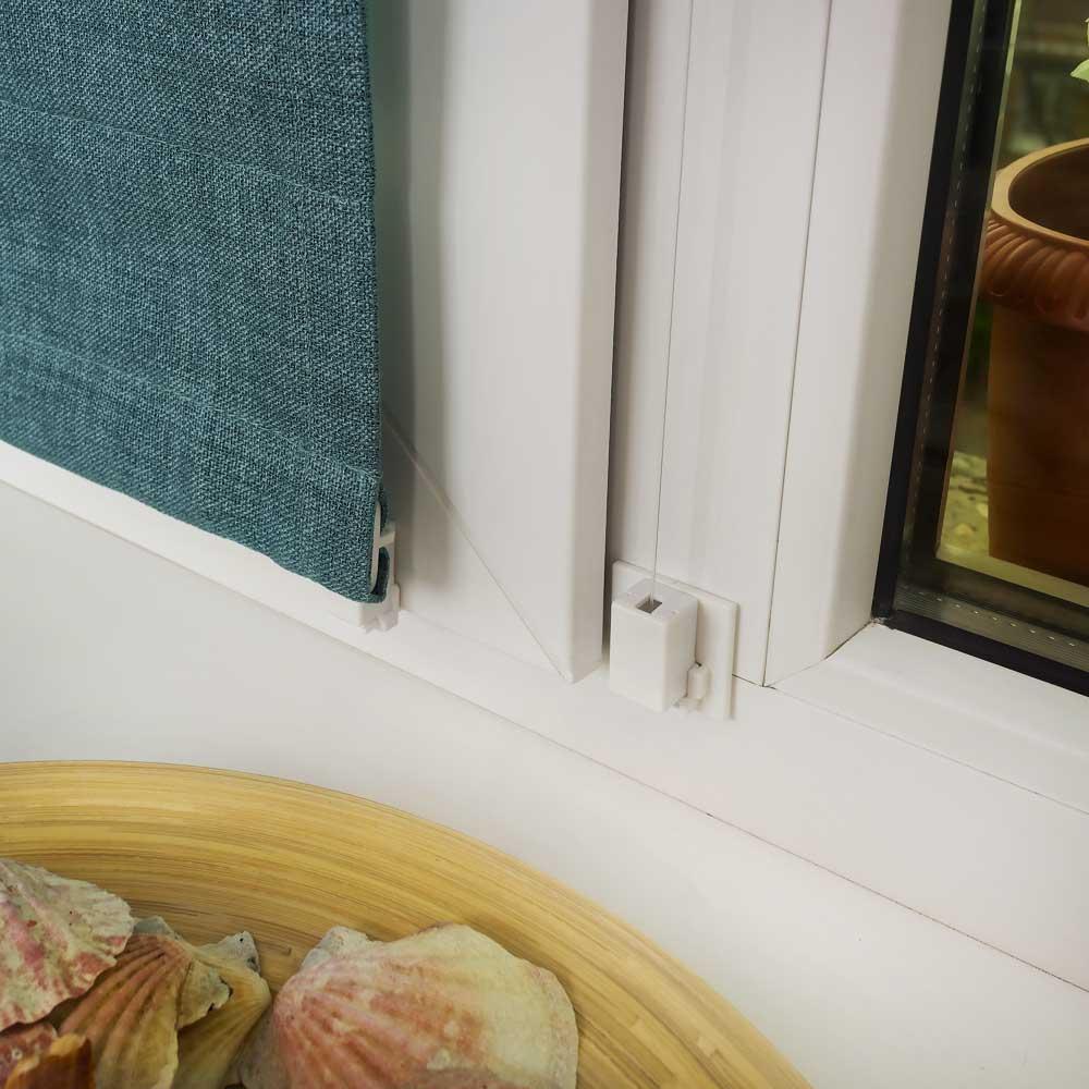 Варианты нижнего крепления мини римской шторы на пластиковое окно