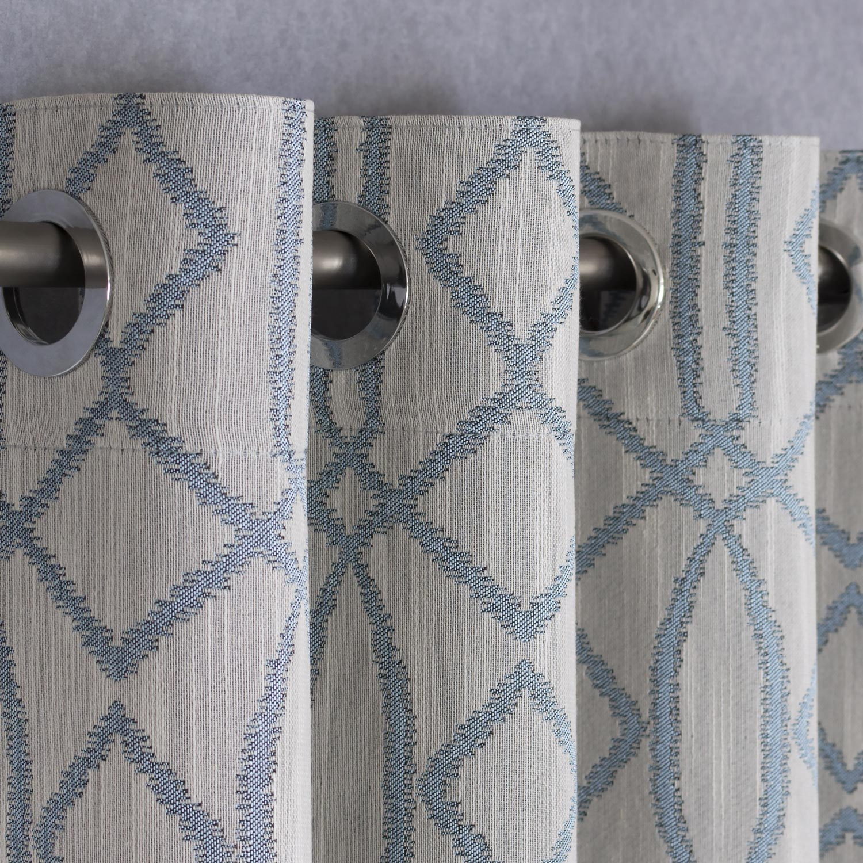Шторы на люверсах с голубым орнаментом