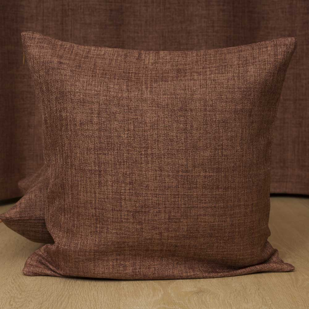 Декоративная подушка шоколадного цвета
