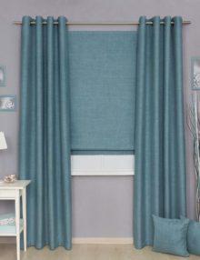 Комплект штор из штор на люверсах и римской шторы из ткани лазурного цвета блэкаут