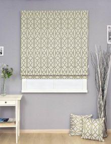 Римская штора в интерьере и декоративные подушки