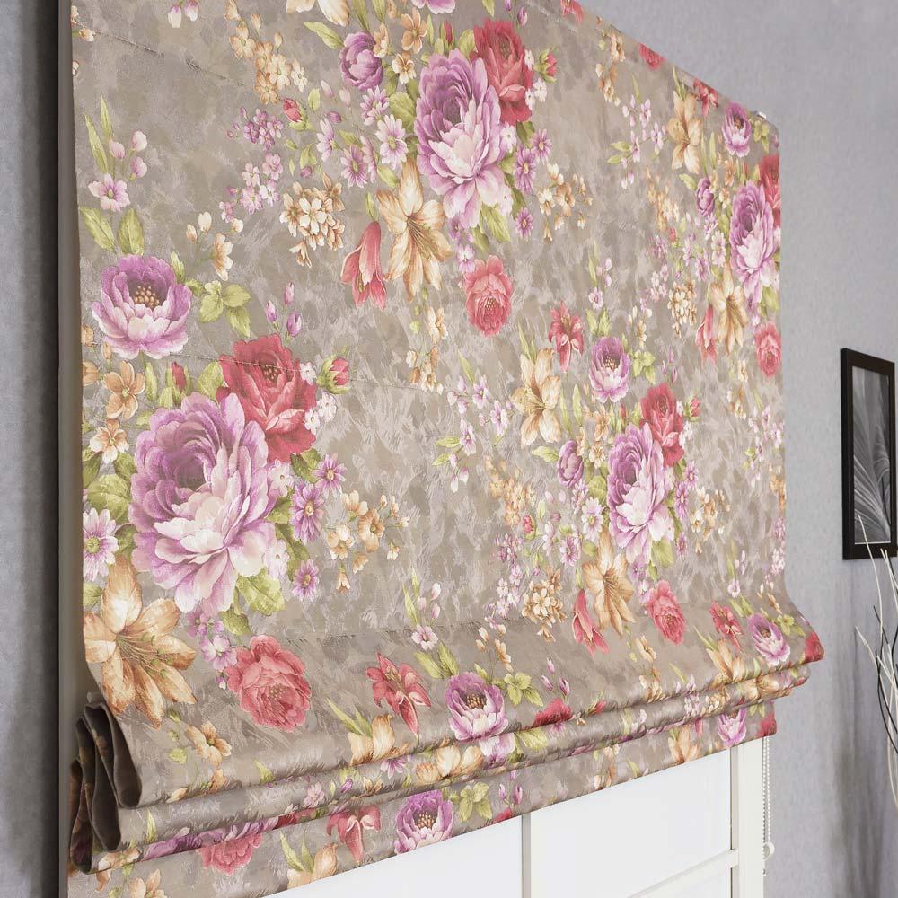 Красивая римская штора с крупным цветочным рисунком