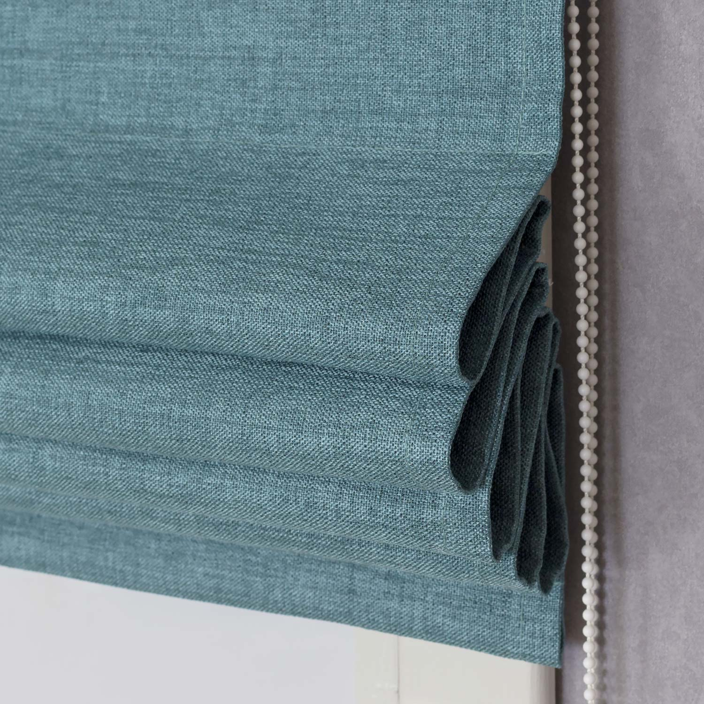 Римская штора из ткани блэкаут лазурного цвета