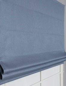Римская штора голубово цвета блэкаут