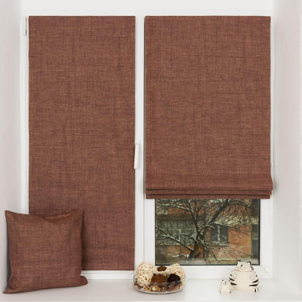 Мини римские шторы из ткани блэкаут на пластиковом окне и декоративная подушка