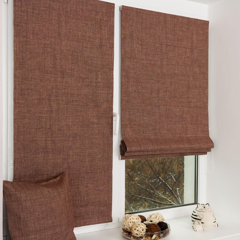 Красивые мини римские шторы шоколадного цвета из ткани блэкаут на пластиковом окне с установкой без сверления