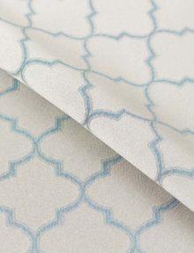 Шторы из ткани с красивым голубым орнаментом