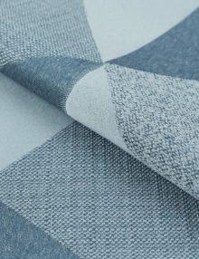 Шторы из ткани голубого цвета с крупным рисунком подойдут для детской комнаты