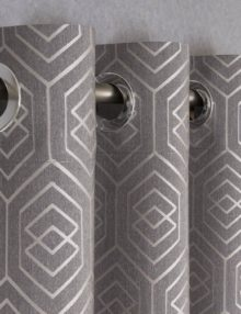 Шторы на люверсах из ткани с геометрическим рисунком
