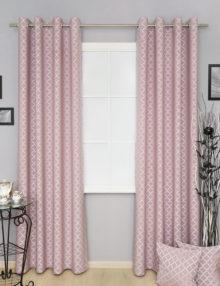 Шторы на люверсах в интерьере. Ткань розового цвета с восточным орнаментом