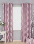 Шторы на люверсах розового цвета с крупным геометрическим рисунком