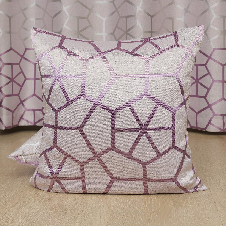 Декоративная подушка пудренного цвета с крупным орнаментом