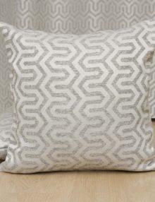 Подушка из ткани с орнаментом