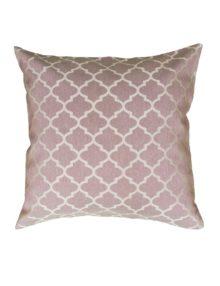 Декоративная подушка розового цвета