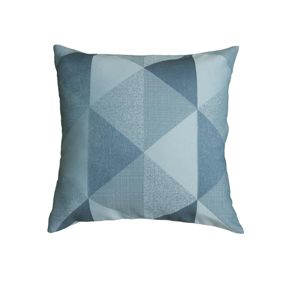 Декоративная подушка из ткан голубого цвета.