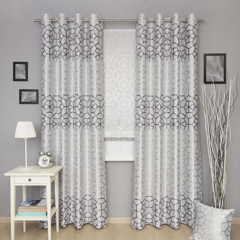 Комплект штор серого цвета с крупным рисунком. Комплект штор состоит из римской шторы и дух штор на люверсах