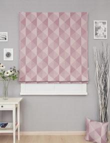 Римская штора постельного цвета с геометрическим крупным рисунком
